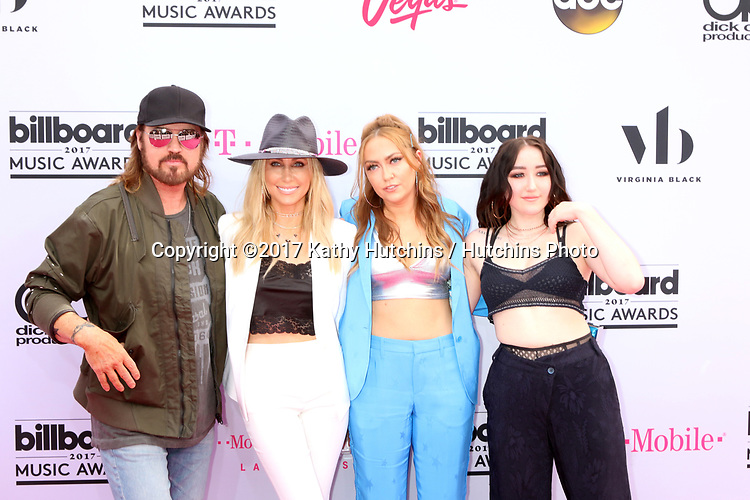 LAS VEGAS - MAY 21:  Billy Ray Cyrus, Tish Cyrus, Brandi Cyrus, Noah Cyrus at the 2017 Billboard Music Awards - Arrivals at the T-Mobile Arena on May 21, 2017 in Las Vegas, NV