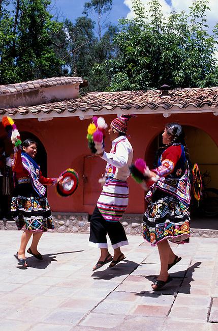 PERU, NEAR CUZCO, SACRED VALLEY, POSADA DEL INCA HOTEL, FOLK DANCES