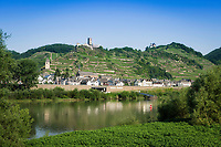 Deutschland, Rheinland-Pfalz, Moseltal, Kobern-Gondorf: Ortsteil Gondorf mit seinen Burgen | Germany, Rhineland-Palatinate, Moselle Valley, Kobern-Gondorf: district Gondorf with its castles