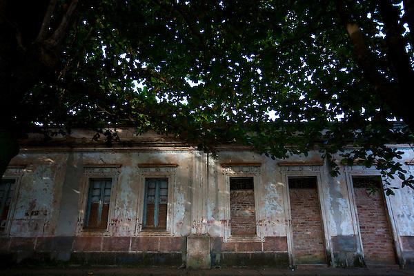 Uberaba_MG, Brasil...Fachada de casarao em Uberaba...The house facade in Uberaba...Foto: LEO DRUMOND / NITRO