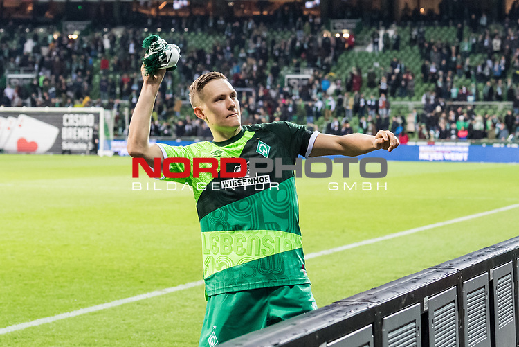 10.02.2019, Weserstadion, Bremen, GER, 1.FBL, Werder Bremen vs FC Augsburg<br /> <br /> DFL REGULATIONS PROHIBIT ANY USE OF PHOTOGRAPHS AS IMAGE SEQUENCES AND/OR QUASI-VIDEO.<br /> <br /> im Bild / picture shows<br /> Ludwig Augustinsson (Werder Bremen #05) verschenkt Jubil&auml;um-Schaals an Fans nach Spielende, <br /> <br /> Foto &copy; nordphoto / Ewert