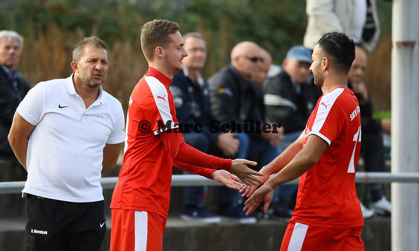 Nils Beisser (Büttelborn) kommt für Adem Cakir (Büttelborn) - Büttelborn 03.10.2018: SKV Büttelborn vs. SV Bürstadt
