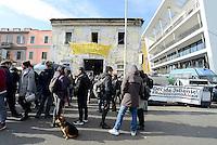 Roma, 10 Gennaio 2016<br /> La polizia tenta di sgomberre lo spazio occupato Alexis, dove decine di giovani precari abitano da anni e hanno dato vita ad uno spazio culturale.<br /> La resistenza degli e delle occupanti e la solidarietà di centinaia di giovani hanno fatto aprire una trattativa con il Comune. Roma, 10 Gennaio 2017<br /> La polizia tenta di sgomberare lo spazio occupato Alexis, dove decine di giovani precari abitano da anni e hanno dato vita ad uno spazio culturale.<br /> La resistenza degli e delle occupanti e la solidarietà di centinaia di giovani hanno fatto aprire una trattativa con il Comune. Roma, 10 Gennaio 2016<br /> La polizia tenta di sgomberre lo spazio occupato Alexis, dove decine di giovani precari abitano da anni e hanno dato vita ad uno spazio culturale.<br /> La resistenza degli e delle occupanti e la solidarietà di centinaia di giovani hanno fatto aprire una trattativa con il Comune.