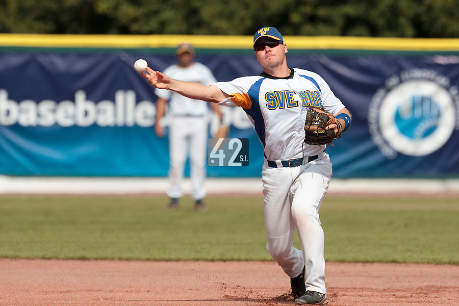 30 july 2010: Rickard Reimer of Sweden throws the ball to first base during Sweden 3-2 win over France, in day 6 of the 2010 European Championship Seniors, at TV Cannstatt ballpark, in Stuttgart, Germany.