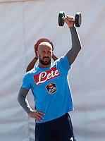 Pepe Reina<br /> pesi e equiibrismo per i calciatori<br /> ritiro precampionato Napoli Calcio a  Dimaro 18 Luglio 2015<br /> <br /> Preseason summer training of Italy soccer team  SSC Napoli  in Dimaro Italy July 18, 2015