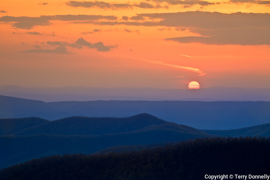 Shenandoah National Park, VA<br /> Setting sun over mountain ridges and the Shenandoah River Valley, from Skyline Drive