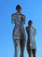 Bewegliche Skulpturen Ali und Nino am Hafen, Batumi, Adscharien - Atschara, Georgien, Europa<br /> mobile sculptures Nino and Ali, Batumi, Adjara,  Georgia, Europe