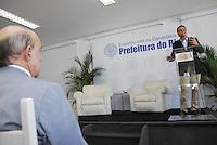 ELEIÇÕES 2012 - EDUARDO PAES PREFEITO E CANDIDATO A REELEIÇÃO.RIO DE JANEIRO,RJ  21 DE AGOSTO 2012 - Nesta manhã de terça feira 21, o prefeito da cidade do Rio de Janeiro, almoça na associação comercial da cidade do Rio de Janeiro.FOTO RONALDO BRANDÃO/BRAZILPHOTO PRESSSenador Francisco Dornelles assistindo a palestra do candidato.