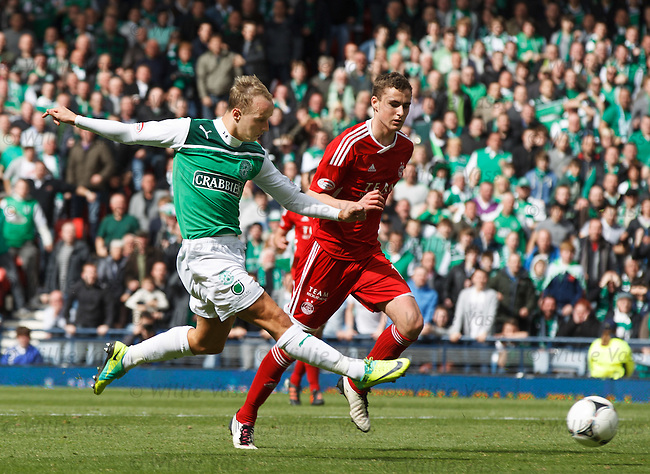 Leigh Griffiths scores to win the tie for Hibs as Clark Robertson looks on in despair