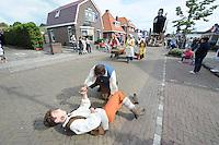 CULTUUR: SINT NICOLAASGA: Allergorische Optocht, ©foto Martin de Jong