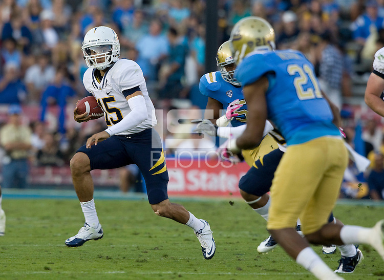 Zach Maynard of California runs the ball during the game against UCLA at Rose Bowl in Pasadena, California on October 29th, 2011.  UCLA defeated California, 31-14.