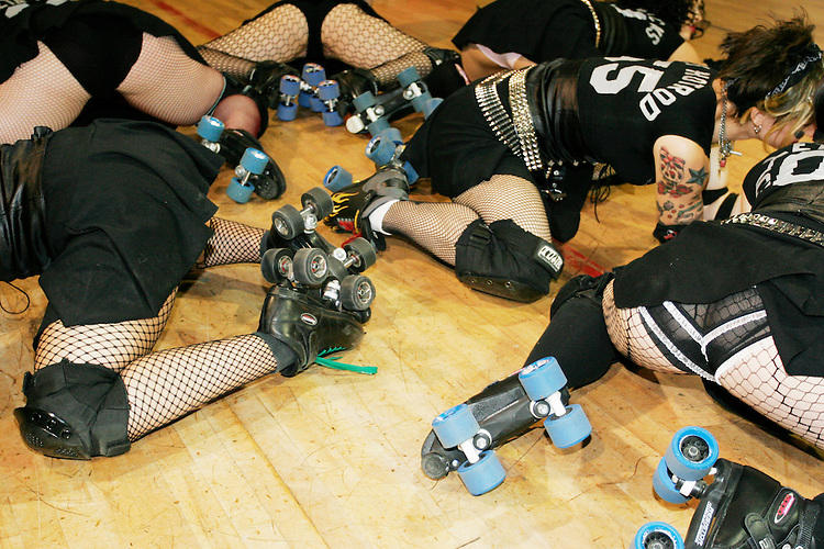 The Queens of Pain get ready for a match against the Manhattan Mayhem on June 17, 2005.