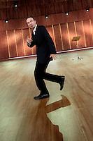 Roma 17/12/2012 Photocall prima dello spettacolo TV sulla costituzione di Roberto Benigni dal titolo 'La piu' bella del mondo'..Actor Roberto Benigni poses for photographers just before acting in his new TV show 'La piu' bella del mondo' ..Photo Samantha Zucchi Insidefoto
