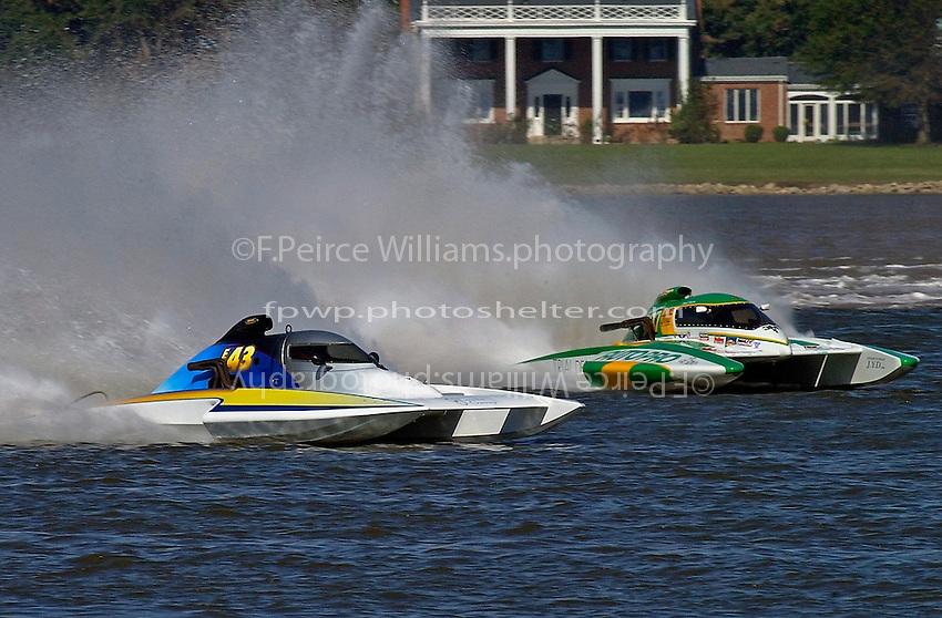 "Jim Martin, E-43 ""Keen's Sunday Money"" and Claude Bergeron, CE-007 (5 Litre class hydroplane(s)"