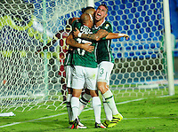 CALI -COLOMBIA, 25-08-2016. Mayer Candelo celebra su gol con sus compañeros de equipo Ronnie Fernandez y Juan Quintero   del Deportivo Cali durante en el encuentro por los  cuartos de final de la Copa Aguila   disputado en el estadio del Deportivo Cali en Palmaseca./ Mayer Candelo celebrates his goal with your patners Ronnie Fernandez and Juan Quintero  players of Deportivo Cali fduring match for the date  of the Aguila Cup  2016 played at Deportivo Cali  stadium in Palmaseca. Photo:VizzorImage / Nelson Rios  / Cont