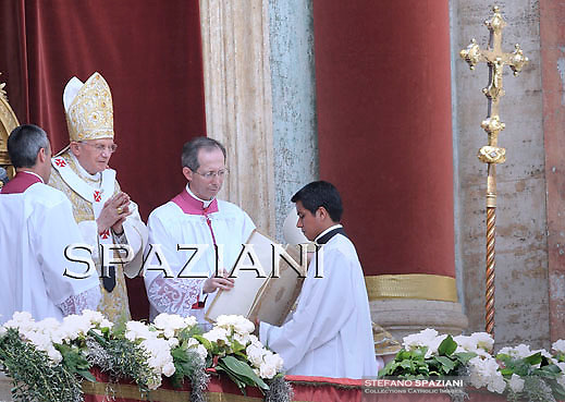 Pope Benedict XVI at the end of the message 'Urbi et Orbi from the central balcony of the Basilica of St. Peter in the Vatican today, Easter April 24, 2011