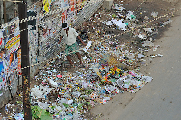 Garbage collector in Madurai city centre. India, Tamil Nadu, Madurai, 2005.  No releases available.