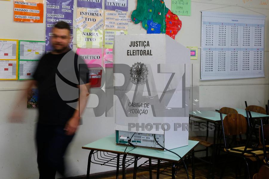 CURITIBA, PR, 07.10.2018 – ELEIÇÕES-PR – O candidato ao governo do Paraná, Ratinho Junior (PSD),durante votação na escola de ensino fundamental Vunhedos em Curitiba (PR) na manhã deste domingo (07). (Foto: Paulo Lisboa/Brazil Photo Press)