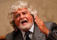Il leader del MoVimento 5 Stelle Beppe Grillo tiene una conferenza stampa al Senato, dopo aver incontrato il Capo dello Stato al Quirinale, Roma, 10 luglio 2013.<br /> Italian blogger, comedian and Five Stars Movement's leader Beppe Grillo attends a press conference at the Senate after meeting the Head of State at the Quirinale, in Rome, 10 July 2013.<br /> UPDATE IMAGES PRESS/Riccardo De Luca