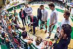 S&ouml;dert&auml;lje 2014-03-25 Basket SM-kvartsfinal 1 S&ouml;dert&auml;lje Kings - J&auml;mtland Basket :  <br /> S&ouml;dert&auml;lje Kings tr&auml;nare headcoach coach Vedran Bosnic under en timeout med S&ouml;dert&auml;lje Kings spelare <br /> (Foto: Kenta J&ouml;nsson) Nyckelord:  S&ouml;dert&auml;lje Kings SBBK J&auml;mtland Basket SM Kvartsfinal Kvart T&auml;ljehallen