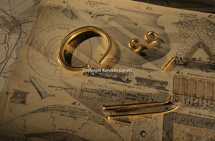 Leubingen burial of princely goods, rings, bracelets, gold swords, Sky Disk; Bronze Age; Ancient Cultures; Germany