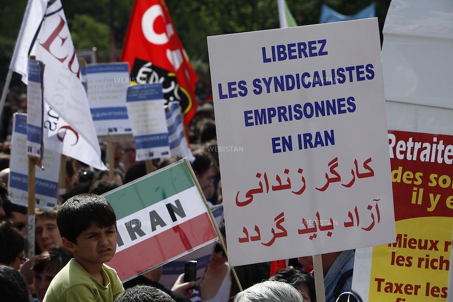 FRANCE. PARIS. 01/05/2012: .Defile du 1er Mai..Journee internationale de solidarite du monde du travail...FRANCE. PARIS. 01/05/2012:.May Day demonstration. International day of solidarity of workers.