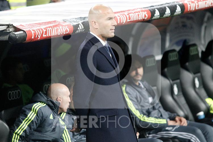 Real Madrid's coach Zinedine Zidane during La Liga match. April 20,2016. (ALTERPHOTOS/Acero)