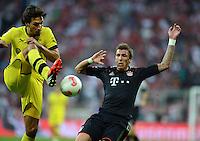 FUSSBALL   1. BUNDESLIGA   SAISON 2012/2013   SUPERCUP FC Bayern Muenchen - Borussia Dortmund            12.08.2012 Mats Hummels (li, Borussia Dortmund) gegen Mario Mandzukic (FC Bayern Muenchen)
