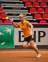 The Netherlands, Den Bosch, 16.04.2014. Fed Cup Netherlands-Japan, Practice, Richel Hogenkamp (NED)<br /> Photo:Tennisimages/Henk Koster