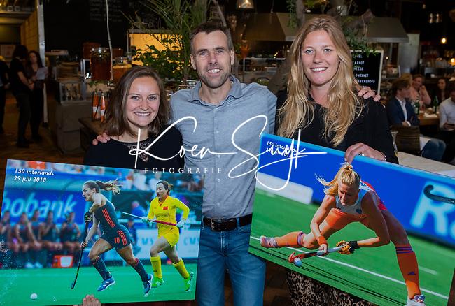VOGELENZANG -  Caia van Massaker en Kelly Jonker (100 interlands) met Marcel Cornelissen (Adidas),  Spelerslunch KNHB 2019.   COPYRIGHT KOEN SUYK