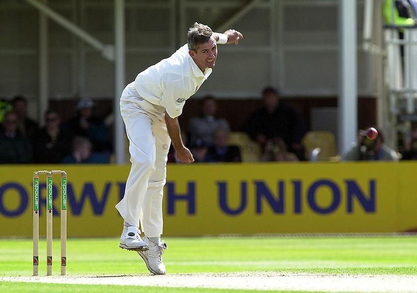 Photo Peter Spurrier.30/05/2002.Sport -Cricket - 2nd NPower Test -First Day.England vs Sri Lanka.Andy Caddick