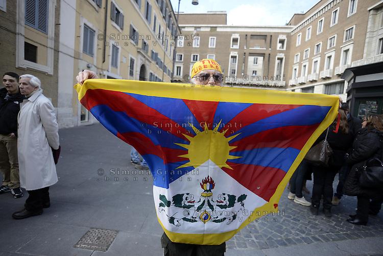 Roma, 10 Marzo 2013.Largo dei Lombardi.Manifestazione in solidarietà con il Tibet, contro l'occupazione della Cina nel giorno dell'anniversario dell'insurrezione di Lhasa