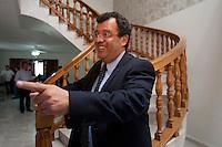 Querétaro, Qro. 06 de marzo de 2014.- Gilberto Herrera, rector de la UAQ (Universidad Autónoma de Querétaro), confió que tras la propuesta que el STEUAQ (Sindicato de Trabajadores y Empleados de la UAQ) se llevó esta mañana y que expondrán en la asamblea de esta tarde, acepten la propuesta y se resuelva el conflicto en el que intervino el gobierno del estado. <br /> <br /> En entrevista con medios, Gilberto Herrera dijo que repondrán clases, en las que se ya se están buscando los mecanismos con los directores de las facultades para la recuperar esta semana.  Esperan que tras la asamblea de STEUAQ, se tenga una respuesta entre seis y siete de la tarde. <br /> <br /> <br /> <br /> Foto: Demian Chávez / Obture Press Agency.