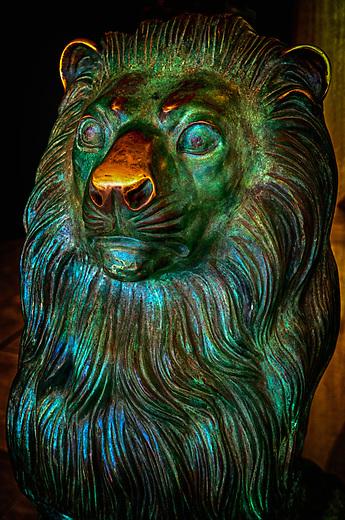 Statue of a lion in Hamilton, Bermuda