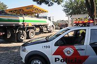 SAO PAULO, SP, 09 MARÇO DE 2012 _Policia Militar continua na frente do Patio da empresa TESPA localizado na AvAlmirante Delamari, lotado de caminhoes tanques que espara para serem abastecido. esta programando para o final de semana uma forca tarefa para abastecerem todos os postos de gasolina (FOTO: ADRIANO LIMA - BRAZIL PHOTO PRESS)