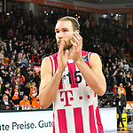 05.01.2020, ratiopharm arena, Neu-Ulm, GER, BBL, ratiopharm ulm vs Telekom Baskets Bonn, <br /> im Bild Alec Brown (Bonn, #15) bedankt sich bei den Fans<br />  <br /> Foto © nordphoto / Hafner