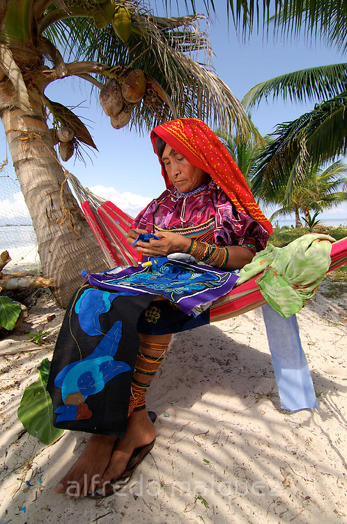 Kuna indian Woman to sew a Mola