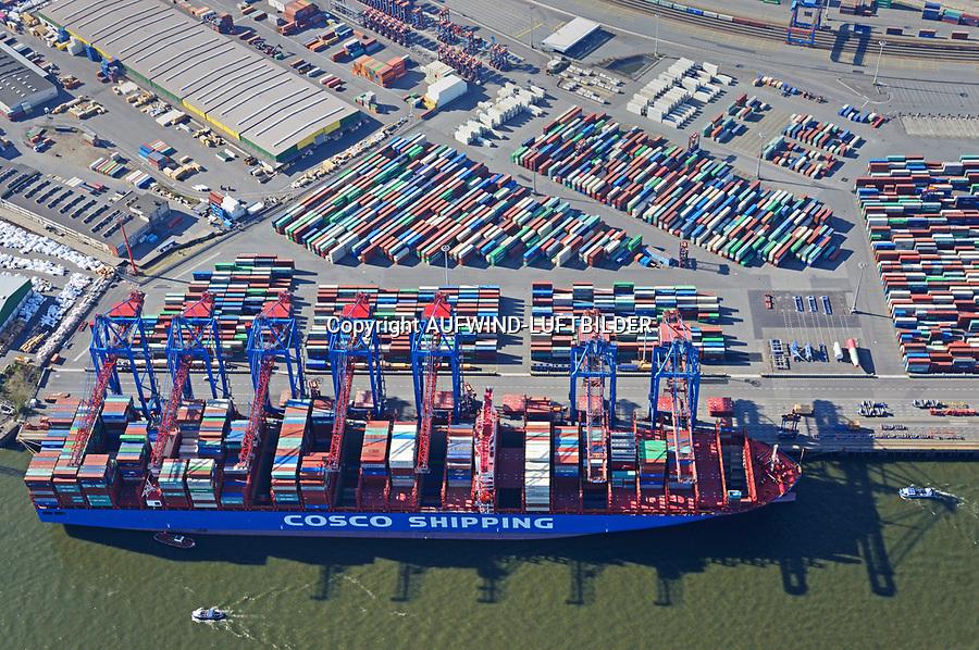 Containerschiffe Cosco Shipping Aries  am Tollerort: EUROPA, DEUTSCHLAND, HAMBURG, (EUROPE, GERMANY), 18.10.2018: er HHLA Containerterminal Tollerort (CTT) ist der kleinste der vier Containerterminals im Hamburger Hafen. Er liegt am Tollerort in Steinwerder oestlich der Einmueung des Koebrand in die Elbe. Der Betrieb des CTT wird manuell durchgefuehrt. Eroeffnet wurde der Containerterminal CTT 1977 als zweiter Containerterminal nach dem seit 1968 gewachsenen Containerterminal Buchardkai im damaligen Hafen Neuhof. Die Hamburger Hafen und Logistik uebernahm den CTT im Jahre 1996.<br /> An der Kaje liegt ein 400 Meter langes Containerschiff.