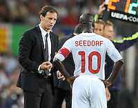 FUSSBALL   CHAMPIONS LEAGUE   SAISON 2011/2012   GRUPPE  H 13.09.2011 FC Barcelona - AC Mailand  Trainer Massimilliano Allegri mit Clarence Seedorf (AC Mailand)