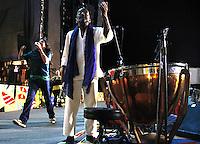 RECIFE, PE - 03.02.2016 - CARNAVAL-PE- Lenine e Naná Vasconcelos se apresentam no ensaio para a arbetura do Carnaval do Recife, no Marco Zero, na noite de ontem (03). (Foto: Jean Nunes/Brazil Photo Press)