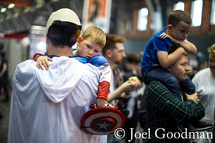 © Joel Goodman - 07973 332324. 30/07/2017 . Manchester , UK . Weary-looking Captain America Branden Fraine (four, from Rochdale) is carried through crowds on his father's shoulder . Cosplayers, families and guests at Comic Con at the Manchester Central Convention Centre . Photo credit : Joel Goodman