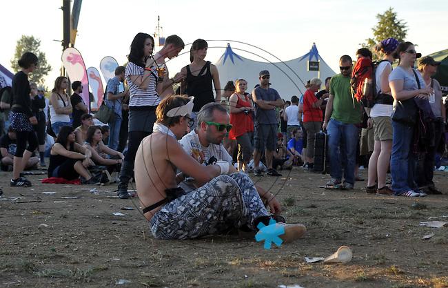 Highfield-Festival 2011 am Störmthaler See. im Bild: Männergespräche.   Foto: Alexander Bley