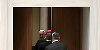 Papa Francesco lasca l'Aula Paolo VI al termine di un'udienza ai partecipanti al Convegno nazionale della Federazione Maestri del Lavoro d'Italia. Citt&agrave; del Vaticano, 15 giugno 2018.<br />
