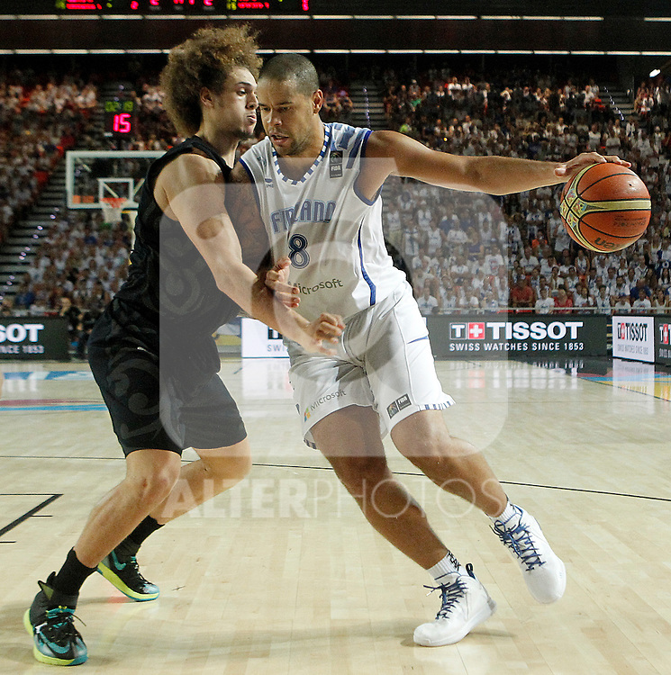 Findlan's Gerald Lee (r) and New Zealand's Casey Frank during 2014 FIBA Basketball World Cup Group Phase-Group C match.September 4,2014.(ALTERPHOTOS/Acero)