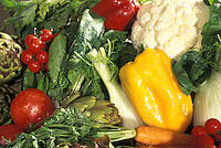 Still life composizione di diversi tipi di verdura, pomodori, finocchi, carciofi, cavolfiore, sedano, carote, peperoni, erbette.<br /> Still life composition of different types of vegetables, tomatoes, fennel, artichokes, cauliflower, celery, carrots, peppers, herbs.
