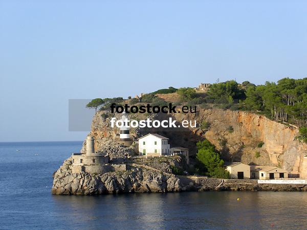 Lighthouses of Puerto de S&oacute;ller at the west coast of Mallorca<br /> <br /> Faros de Puerto de S&oacute;ller en la costa oeste de Mallorca<br /> <br /> Leuchtt&uuml;rme von Puerto de S&oacute;ller an der Westk&uuml;ste Mallorcas<br /> <br /> 2272 x 1704 px