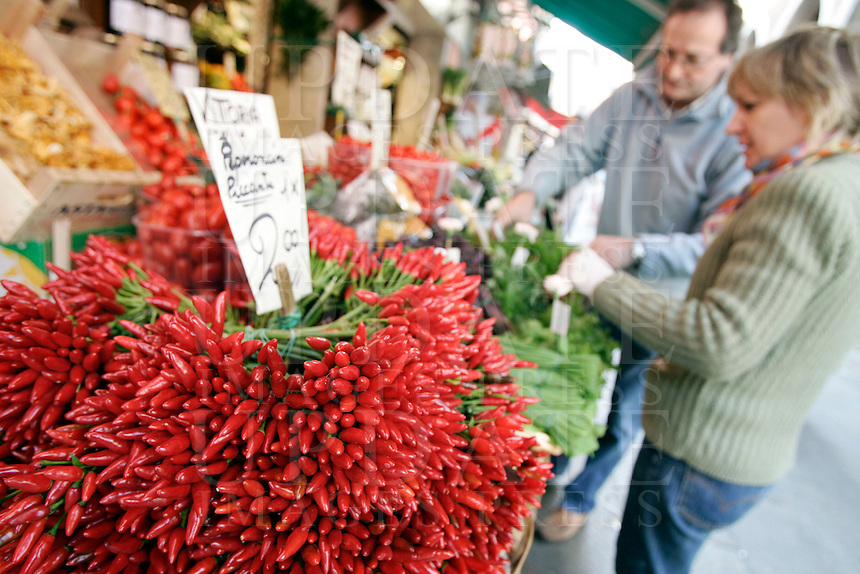 Peperoncini al mercato di Rialto, Venezia.<br /> Chillies on sale at Rialto food markets, in Venice.<br /> UPDATE IMAGES PRESS/Riccardo De Luca