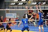 GRONINGEN - Volleybal, Abiant Lycurgus - Orion, Alfa College , Eredivisie , seizoen 2017-2018, 16-12-2017 Orion speler Twan Wiltenburg met Lycurgus speler Sander Scheper