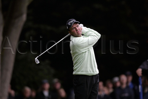 15 Oct 2004: French golfer Thomas Levet (FRA) drives from the 2nd tee during his second round match against Padraig Harrington (IRE). HSBC World Matchplay Championship, Wentworth, England. Photo: Glyn Kirk/Actionplus....041015.golf golfer driving drive iron