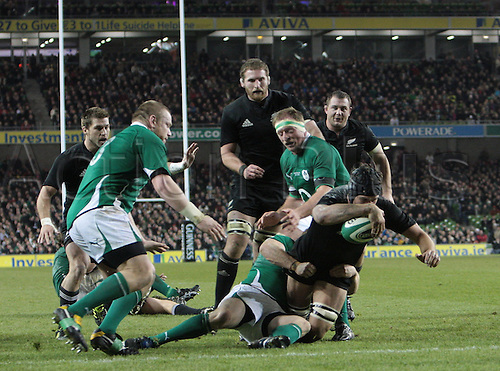 20.11.2010 International Rugby Union from Lansdowne Road Dublin. Ireland v New Zealand. Anthony Boric (New Zealand) under a tackle from Tom Court (Ireland) reaches for the line to score a try for New Zealand.